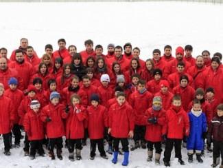 Kirol-Sport-presenta-sus-equipos-desafiando-a-la-nieve
